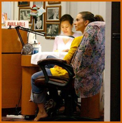 Jennifer Love Hewitt Gets Her Nails Done
