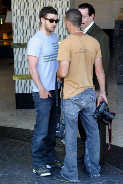 Justin Timberlake  paparazzo face off outside a hotel