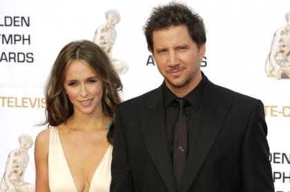 Jennifer Love Hewitt is engaged to Jamie Kennedy (Update: they?re idiots)