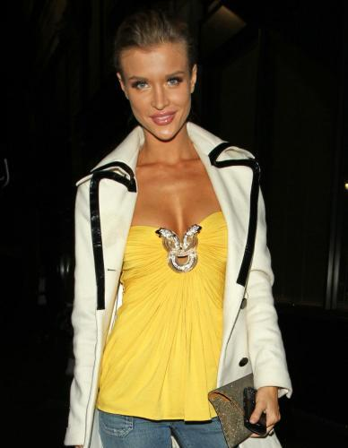 Joanna Krupa: Tube Top Cleavage