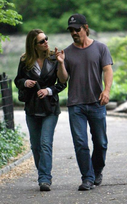 Diane Lane and Josh Brolin: Central Park Sweeties