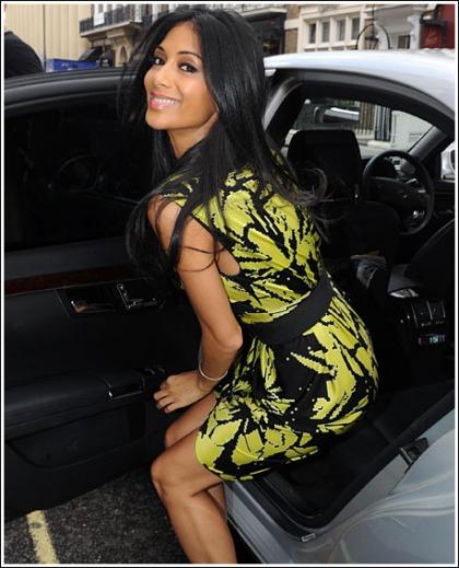 Nicole Scherzinger Exits Car, Looks Curvy Doing So
