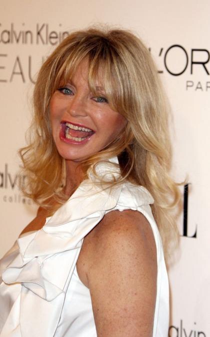 Goldie Hawn describes Kate Hudson's birth during event speech