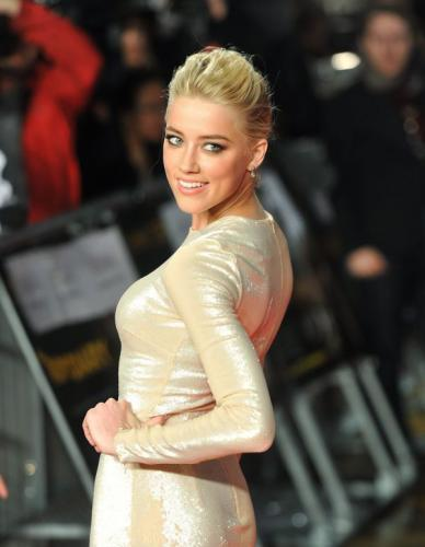 Amber Heard's Curves Are Intoxicating