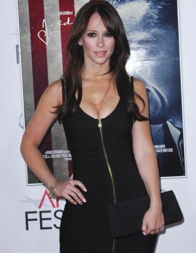 Jennifer Love Hewitt's Pack In Cleavage
