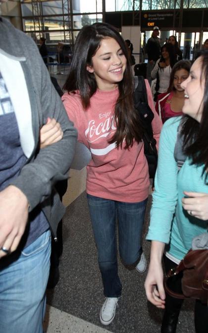 Selena Gomez Hits LAX as Stalker Pleads 'Not Guilty'