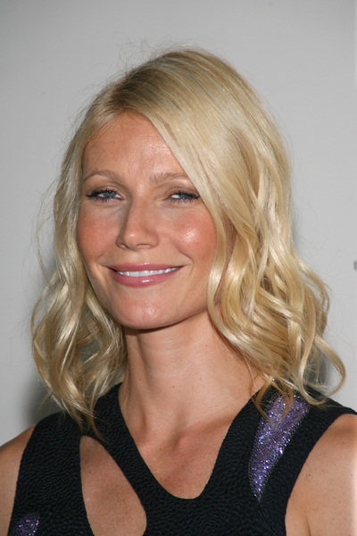 Gwyneth Paltrow can't do her own makeup, thinks we can't do ours either