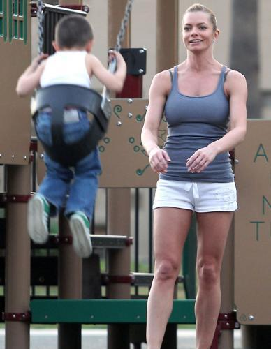 Jaime Pressly's Hot Mom Breasts