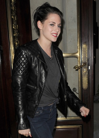 Kristen Stewart & Robert Pattinson spent a loved-up weekend in Paris