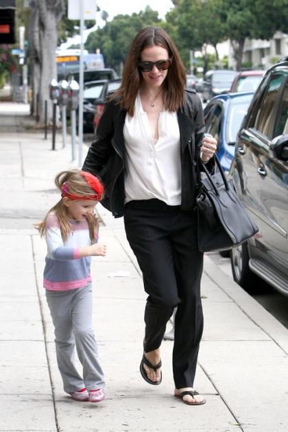 Jennifer Garner Walks with a Silly Seraphina