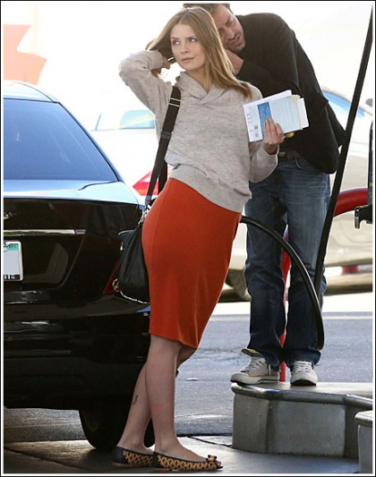 Mischa Barton Pumps Gas, Doesn't Look That Bad While Doing So