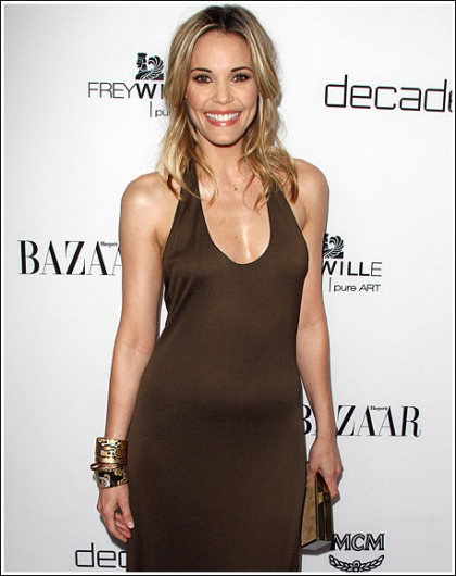 Leslie Bibb Makes A Surprisingly Sexy Appearance