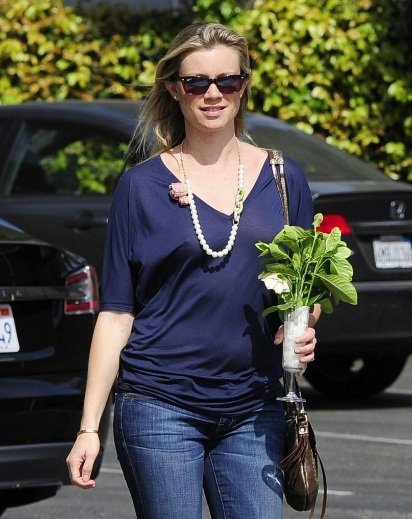 Amy Smart Braless Out For Lunch At Cafe Med