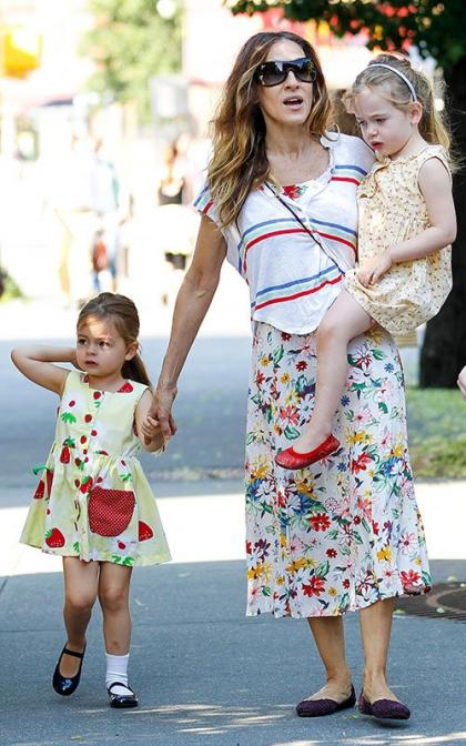 Sarah Jessica Parker Takes her Twin Cuties to School