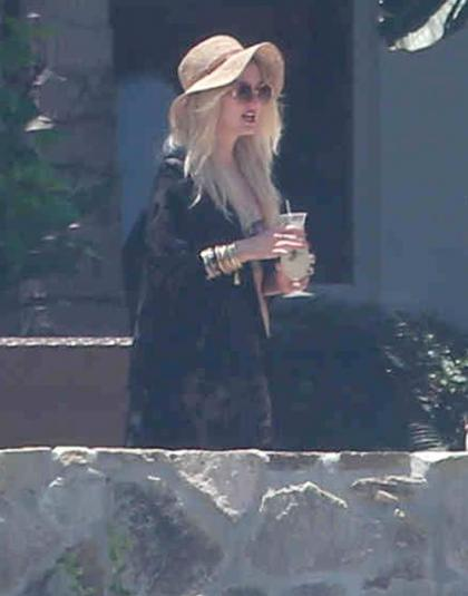 Ashlee Simpson Catches Some Rays in Cabo
