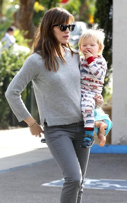 Jennifer Garner & Samuel's Santa Monica Errand Run