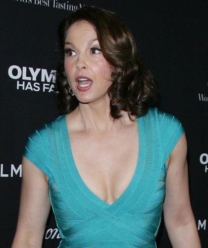Ashley Judd accused sister Wynonna Judd of putting a tracking device on her car