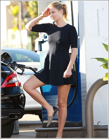 Ali Larter Pumps Gas, Busts Out Some Bodacious Poses While Doing So