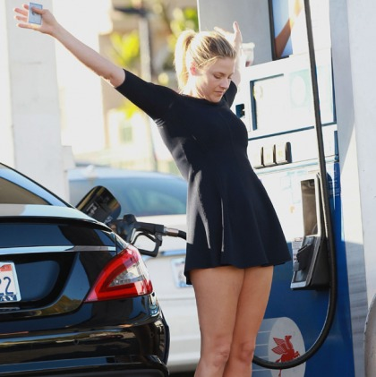 Ali Larter Knows How To Pump Gas