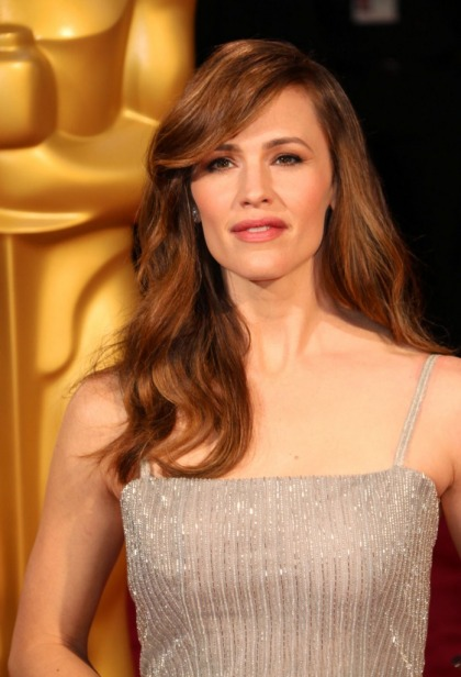 Jennifer Garner in silver Oscar de la Renta at the Oscars: flapper fug or fab' (update)