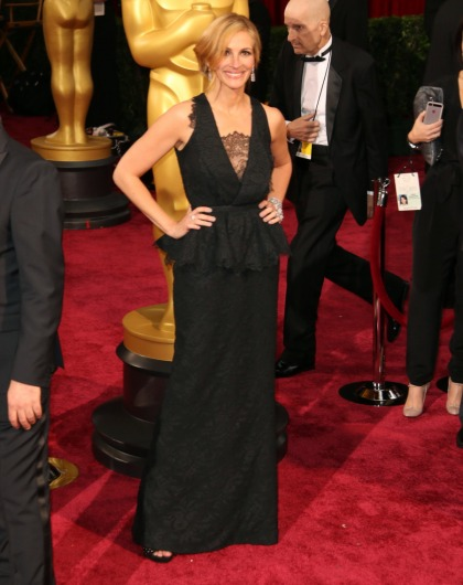 Julia Roberts in black lace Givenchy at the Oscars: widow-fug or sort of cute?