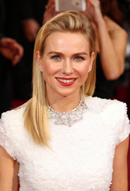 Naomi Watts in white Calvin Klein at the Oscars: too simple or lovely?