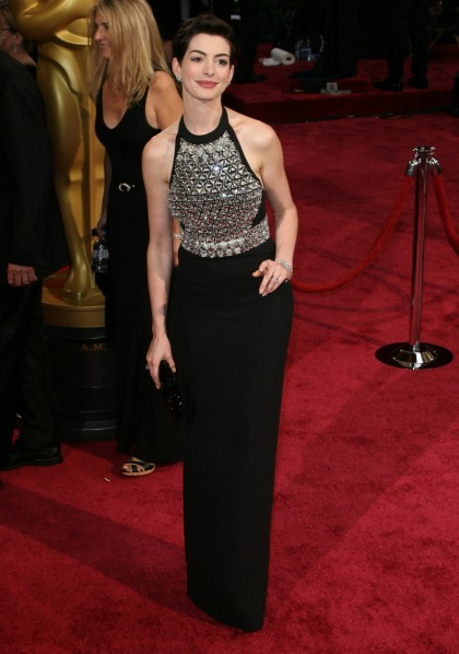 Anne Hathaway in Gucci, Viktor & Rolf at the Oscars: beautiful or basic?