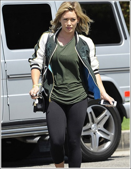 Hilary Duff Busting Out Her Bodacious Pre-Workout Curves