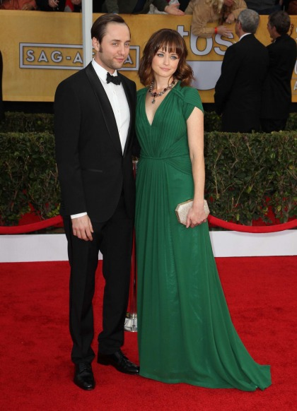 Alexis Bledel & Vincent Kartheiser had an undercover wedding 2 months ago
