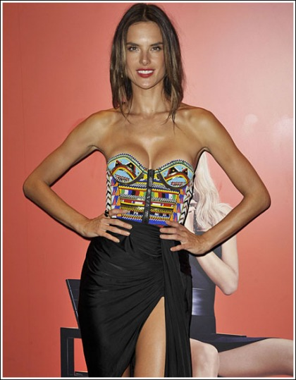 Alessandra Ambrosio Puts On A Drool-Inducing Cleavage Show
