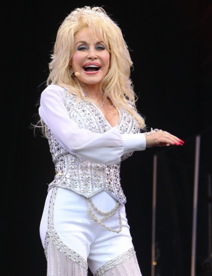 Dolly Parton: 'I?m proud of my hillbilly, white trash background'