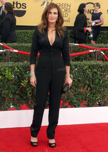 Julia Roberts in a Givenchy onesie at the SAGs: pretty or unflattering?