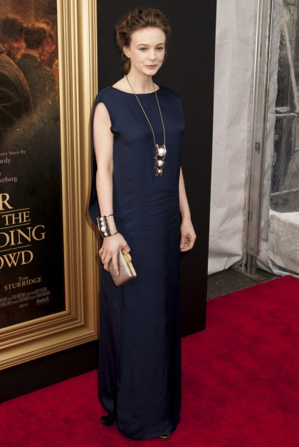 Carey Mulligan hates body-con clothes: 'I?m too self-conscious of my body'