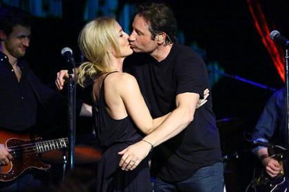 David Duchovny & Gillian Anderson Pucker Up in NYC