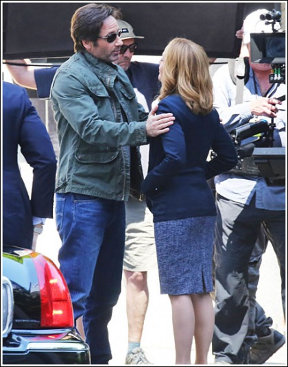 Gillian Anderson And David Duchovny Make Out On The Set Of The New X-Files Season!