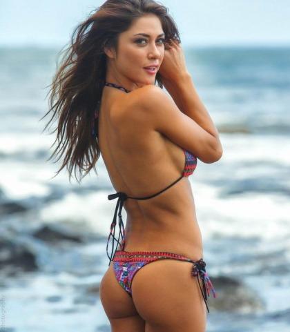 Arianny Celeste Bikini Pictures Are Amazing