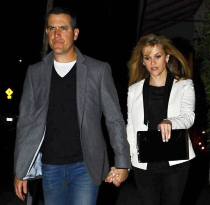 Reese Witherspoon's husband is a barfly, a happy-hour lover & a bad tipper