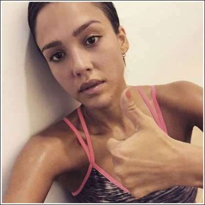 A Hot And Sweaty Jessica Alba Gets A Thumbs Up!