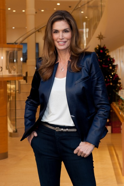Cindy Crawford is 'a little bit jealous' the new models 'have social media'
