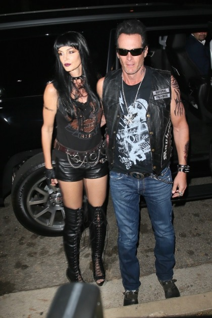 Cindy Crawford & Rande Gerber dressed as Hell's Angels & Clooney didn't come