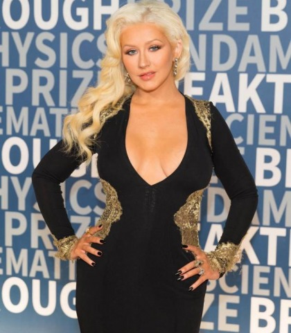 Christina Aguilera Has Some Major Saggage!