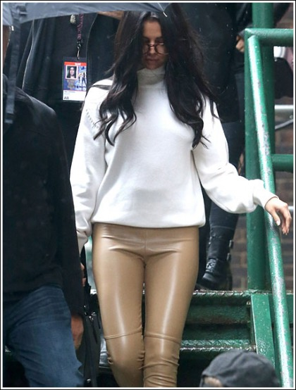 Selena Gomez Gets Leggy In Skin-Tight Leather Pants