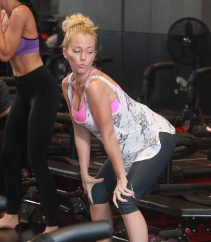 Kendra Wilkinson Works It
