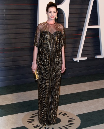Anne Hathaway in Naeem Khan at the VF Oscar party: stunning & '70s'