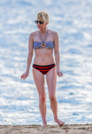 Anna Faris Tasty in Bikini at a Beach in Hawaii