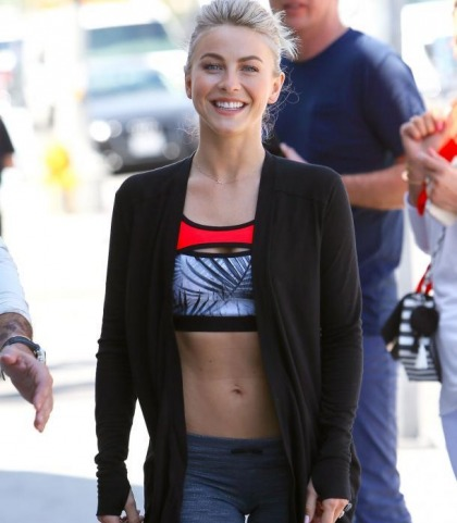 Julianne Hough's Sexy Midriff