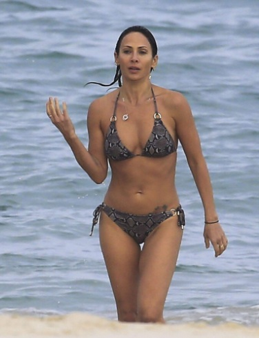 Natalie Imbruglia Incredible Curves in Skimpy Bikini in Byron Bay