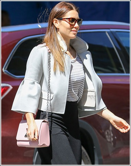 Jessica Biel Looking All Kinds Of Ridiculously Hot And Busty