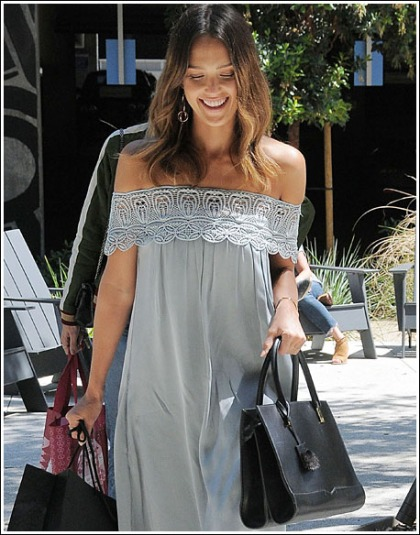 Jessica Alba Shows Off Her Sexy Shoulders