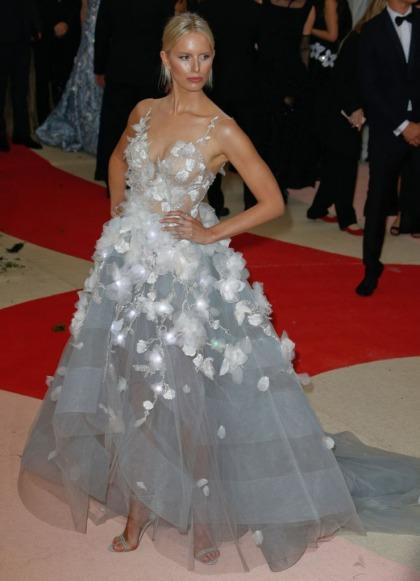 Karolina Kurkova's Marchesa Met Gala gown lit up in response to Tweets: still fug'